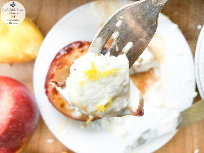 This Broiled White Nectarines with Vanilla Whipped Cream recipe is the perfect Summer dessert with sweet, fresh, ripe white nectarines. It takes less than 20 minutes to come together! Be sure to check out all 7 #FoodieMamas Nectarine recipes www.lifeslittlesweets.com