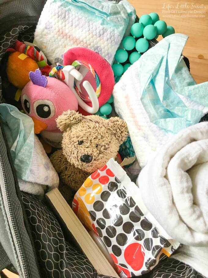??? Do you know How to Pack a Diaper Bag so that you are ready for anything? I have helpful tips and share what I pack, including Huggies Little Movers Plus diapers! #ad #SuperAbsorbent #CollectiveBias @Costco