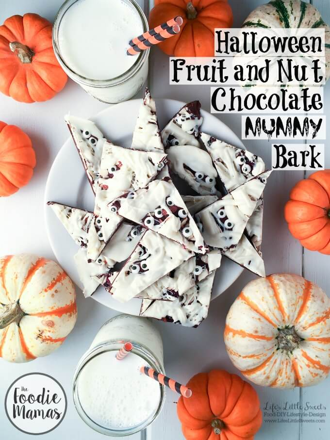 FoodieMamas 2015 and 2016 Recipe Roundup | This Halloween Fruit and Nut Chocolate Mummy Bark is a fast & easy recipe, perfect for your next Halloween gathering! Be sure to check out all 5 spooktacular #FoodieMamas recipes in the recipe roundup!