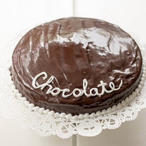 Single-Layer Chocolate Ganache Cake Recipe www.lifeslittlesweets.com
