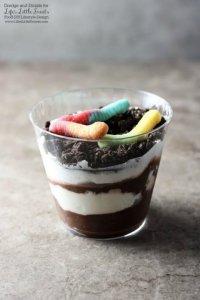 Dirt Cake Cups Recipe www.lifeslittlesweets.com