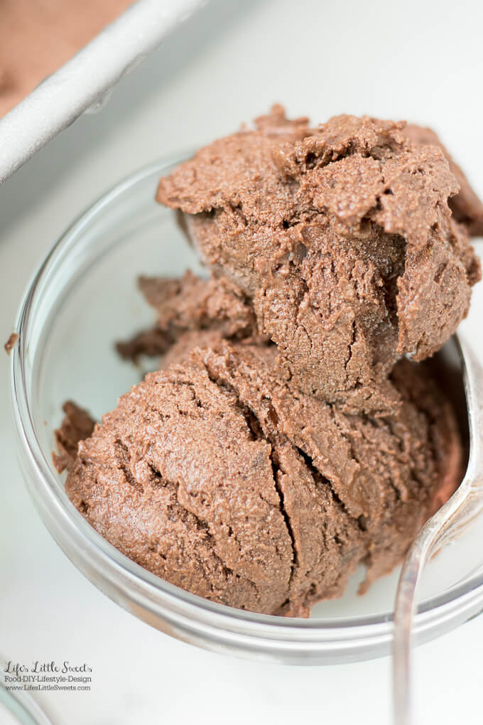 This No-Churn Naturally Sweetened Chocolate Ice Cream is a healthier, chocolate ice cream option that is so tasty and delicious. (no refined sugar, non-dairy, vegan option, gluten-free)