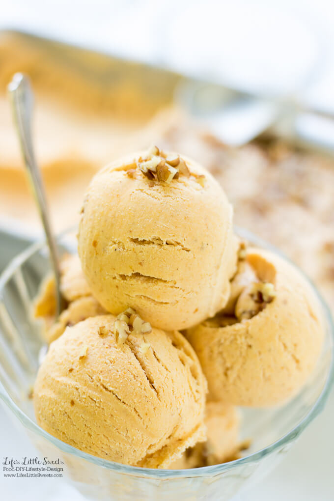 Easy No-Churn Pumpkin Spice Ice Cream | Thanksgiving Dessert Recipe Collection - Here are many Thanksgiving dessert recipes perfect for any Thanksgiving for Friendsgiving gathering. Check out the recipe collection! #Thanksgiving #recipes #dessert