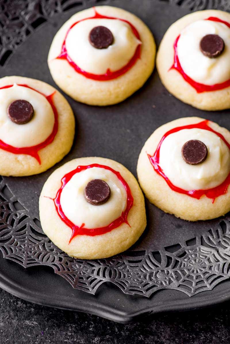 Halloween Recipes - Eyeball Cookies from Homemade Hooplah