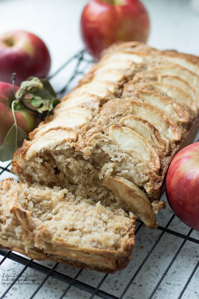 Homemade Apple Quick Bread | Thanksgiving Dessert Recipe Collection - Here are many Thanksgiving dessert recipes perfect for any Thanksgiving for Friendsgiving gathering. Check out the recipe collection! #Thanksgiving #recipes #dessert