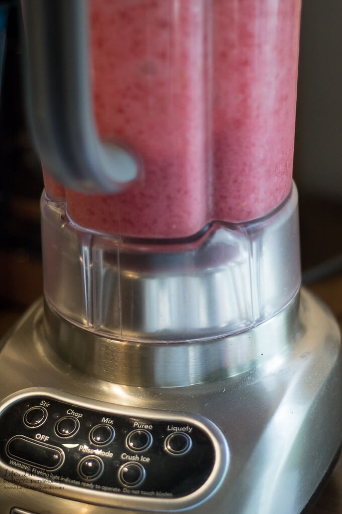 Blueberry-Açai Slushie with Fresh Raspberries