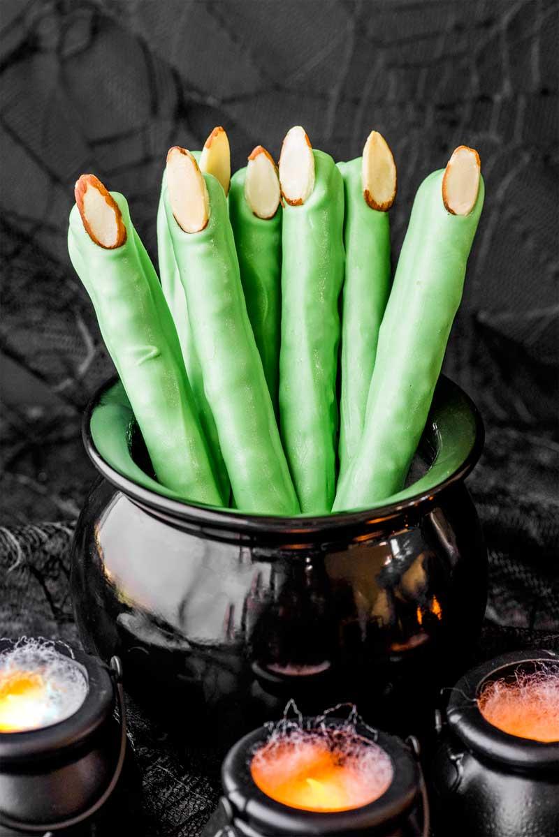 Halloween Recipes - Pretzel Witch Fingers from Homemade Hooplah