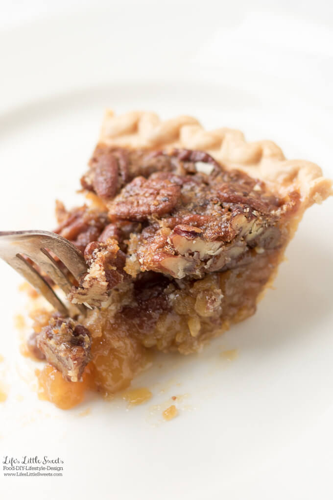 Easy Pecan Pie Recipe | Thanksgiving Dessert Recipe Collection - Here are many Thanksgiving dessert recipes perfect for any Thanksgiving for Friendsgiving gathering. Check out the recipe collection! #Thanksgiving #recipes #dessert