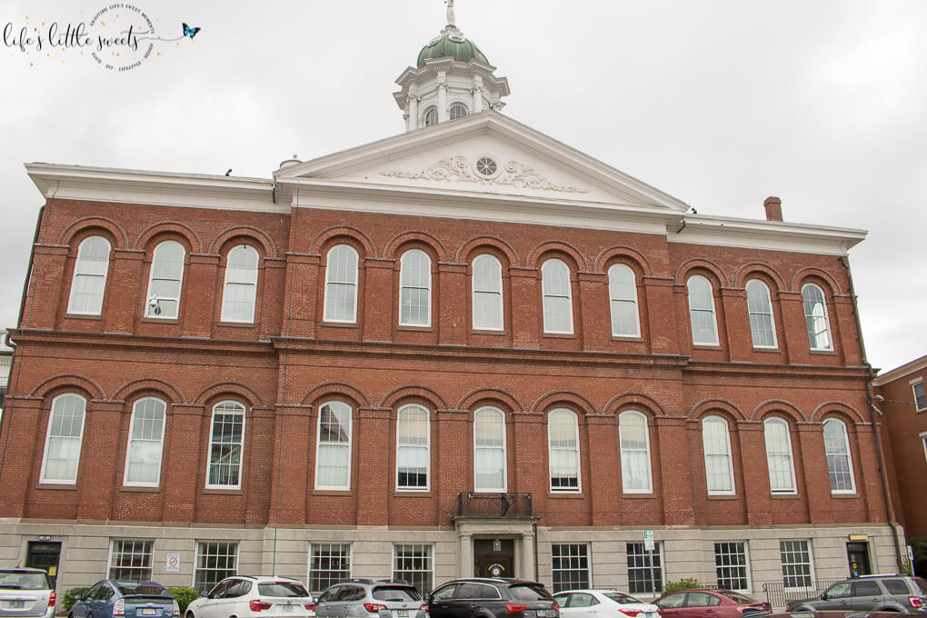 Downtown Exeter, New Hampshire  - Here are 18 photos from an afternoon visit to historic Exeter, NH. It was a delightful day of shopping, historic architecture and food. (18 Photos!) #exeternh #travel #NH #historic #shopping #food #chocolate #travelblogger #Summer #vacation