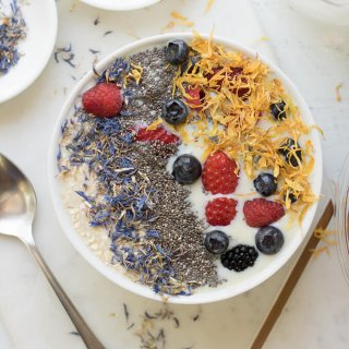 Easy Vanilla Protein Fruit Smoothie Bowl