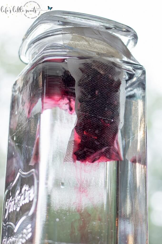 Cold Brew Hibiscus Tea is a cooling, fresh and delicious way to sip through hot Summer weather - no heat required! (gluten free, vegan) #hibiscus #tea #coldbrew #vegan #glutenfree #edibleflowers @bMAKER #bmaker