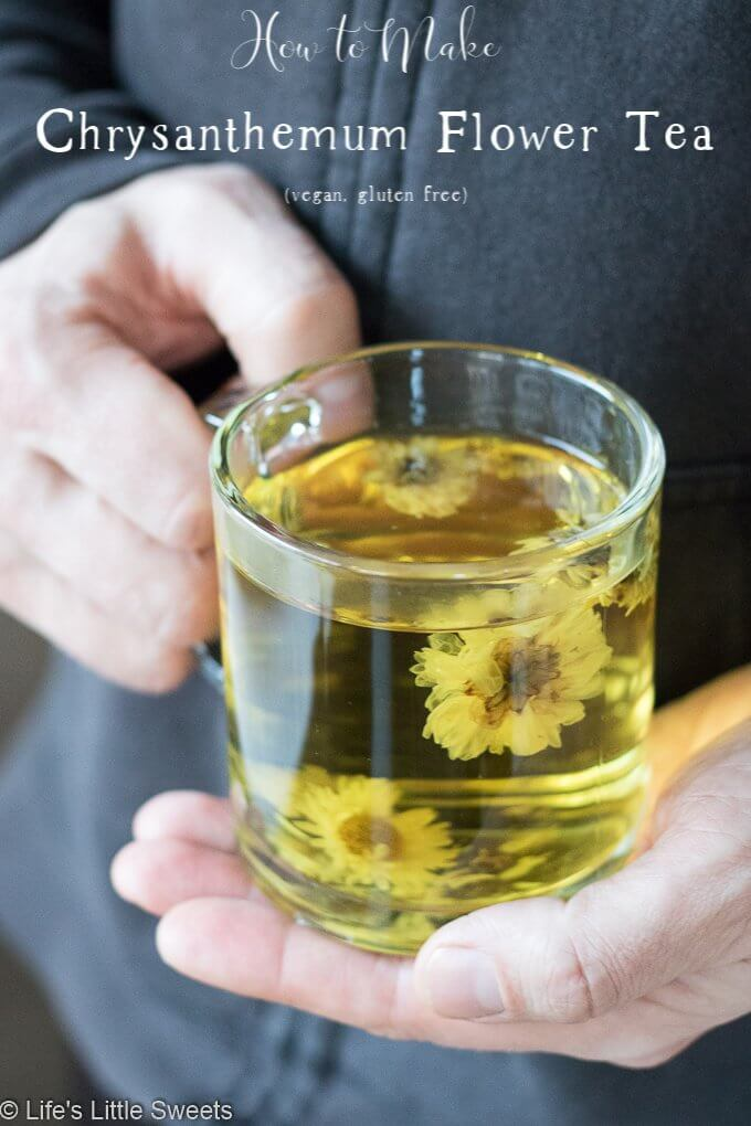 How to Make Chrysanthemum Flower Tea - Chrysanthemum Flower Tea is a warm, floral soothing tea drink and is said to have many health benefits. It makes a wonderful cooling, Summertime tea and can be enjoyed hot year round! #tea #flowers #drink #hottea #Chrysanthemumflowertea #chrysanthemum #driedchrysanthemum #vegan #glutenfree #refinedsugarfree #ad #bmaker @bmaker
