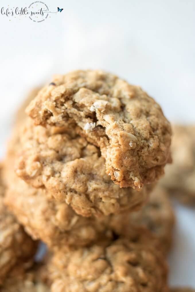 Cinnamon Oatmeal Cookies are delicious oatmeal cookies without raisins or cranberries. There's plenty of cinnamon and brown sugar flavor in these tasty cookies. They are perfect for a snack or even with your breakfast coffee or tea ;) #glutenfreeoption #cinnamon #cookies #oatmeal #sweet #desserts #recipe #brownsugar #oats