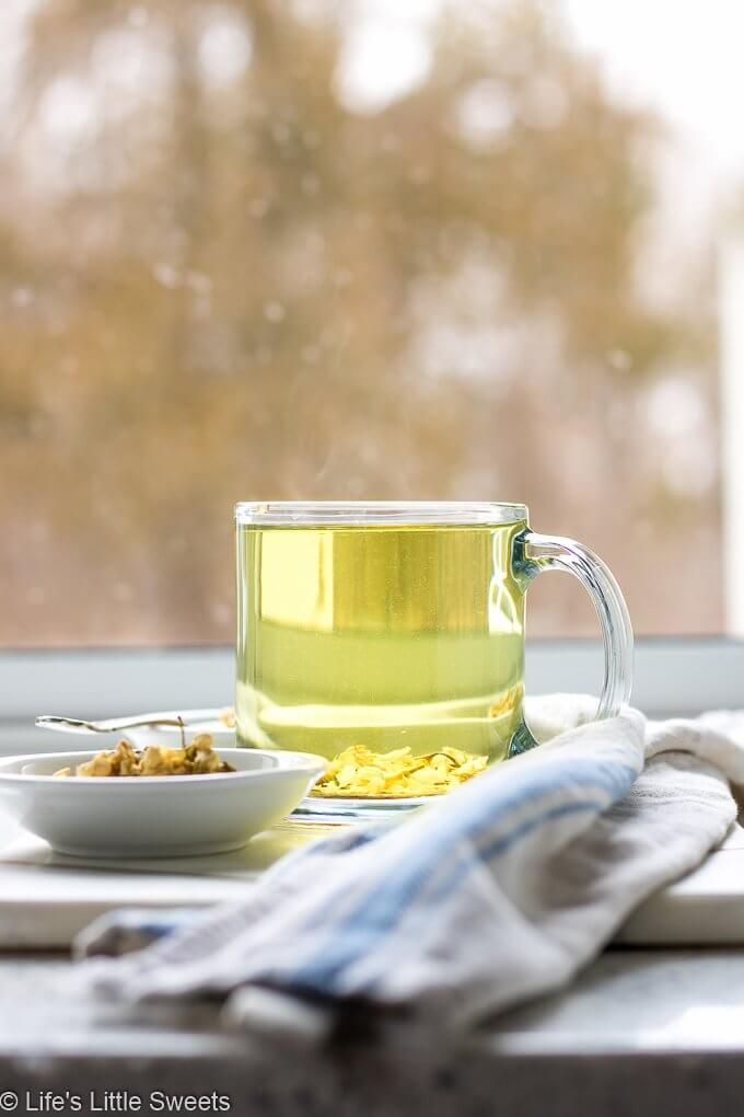 Jasmine Flower Tea is a floral, hot (or cold/iced) and fragrant, white tea. It's aromatic, soothing and subtle. #jasmine #bmaker @bmaker #tea #jasmineflowertea #hottea