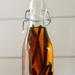 How to Make Homemade Vanilla Extract lifeslittlesweets.com