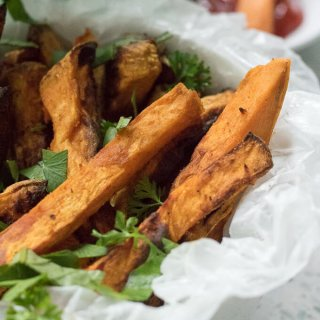 Air Fryer Sweet Potato Fries www.lifeslittlesweets.com