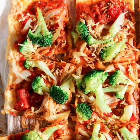 Broccoli Garlic Onion Chicken Crust Pizza www.lifeslittlesweets.com