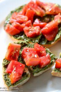 Tomato Pesto Bagel Toast