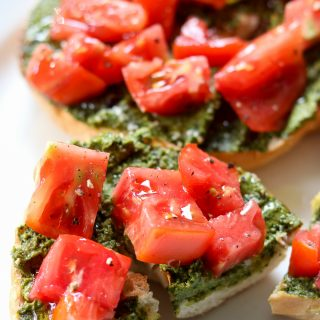 Tomato Pesto Bagel Toast